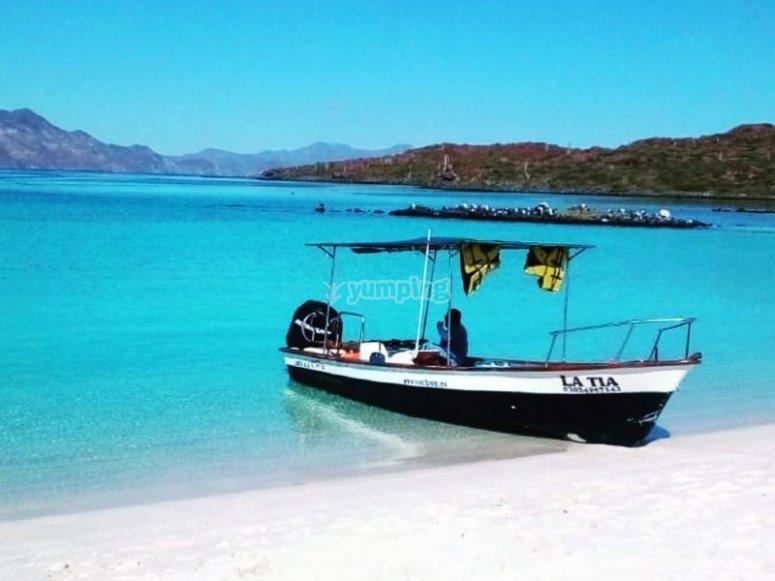 Isla Coronados embarcación