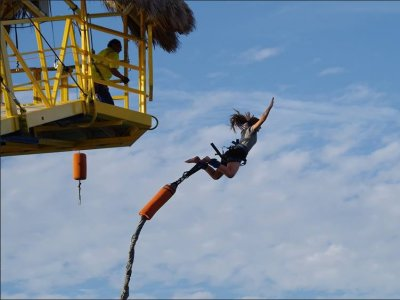 Bungee jumping in Puerto Vallarta for locals