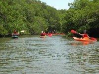 Kayak sobre aguas tranquilas