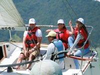 Reunión de amigos para paseo en barco