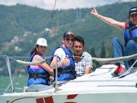 Grupo de empleados durante la regata
