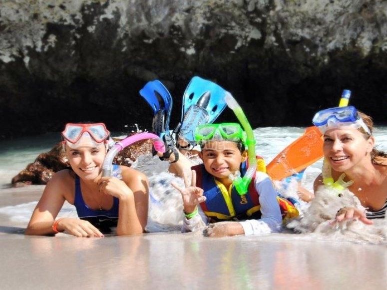 Snorkel in family