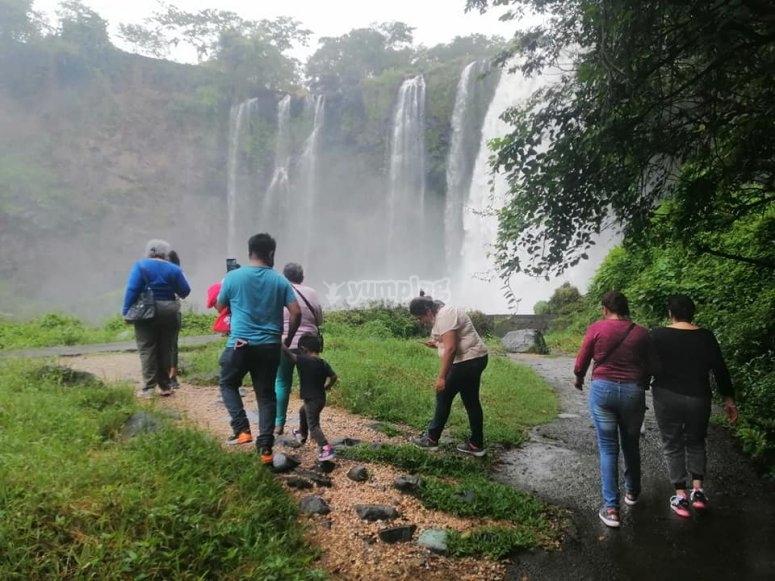 Caminando a la cascada