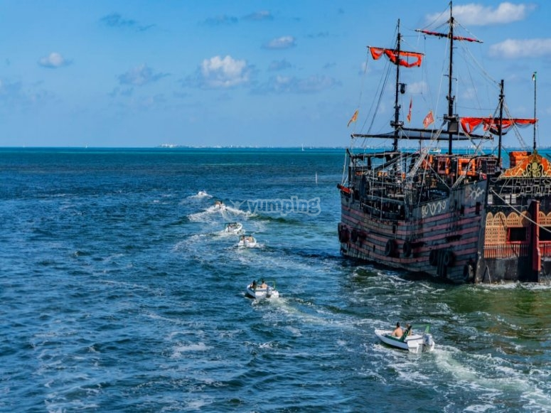 Galleons pirate in Cancun