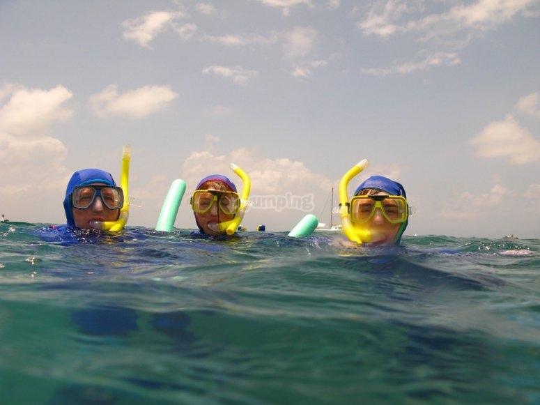 Haciendo snorkel con todos los amigos