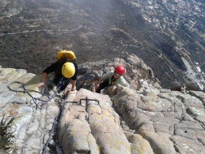 Ruta de escalada en Peña de Bernal principiantes