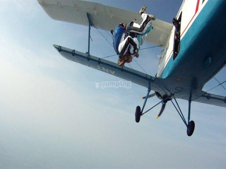 Saltando de la avioneta