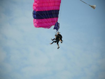 Paragliding jump in Tequesquitengo with tour