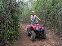 Pasando entre la selva maya