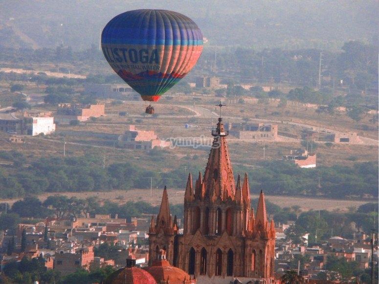 Balloon over San Miguel Arcángel