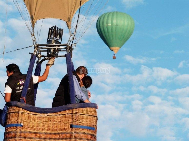 Balloon flight as a couple