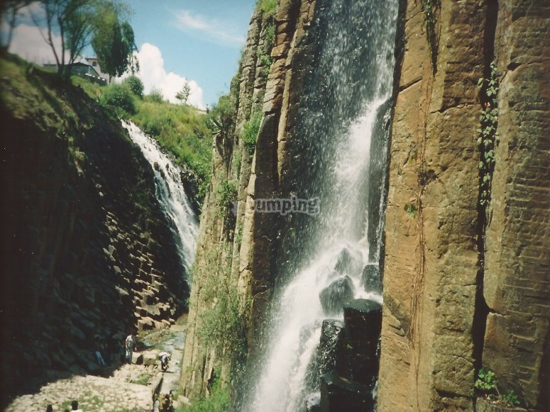 Premiums and waterfalls in Huasca