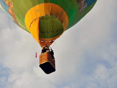 Private balloon flight and wine bottle in Huasca