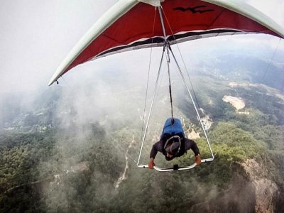 A 35-minute hang-gliding flight + photos and video
