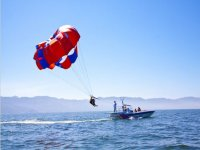 Take off in parasail from the boat