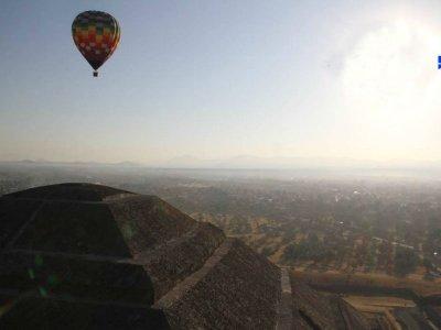 Tour Teotihuacán y vuelo en globo desde Cd México