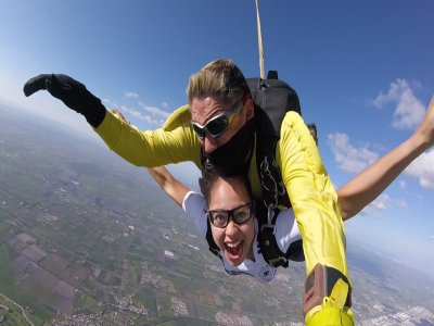 Tandem skydiving in Celaya