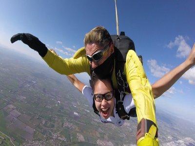 Salto tándem en paracaídas en Celaya