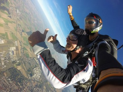 Salto en paracaídas en Celaya con fotos y video