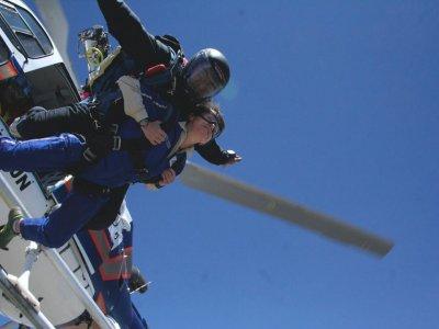 Tandem parachuting jump in Guadalajara