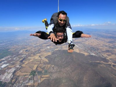 Parachute jump in Guadalajara video and pictures