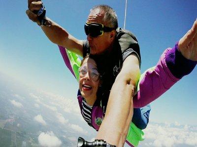 Salto en paracaídas en Manzanillo con fotografías