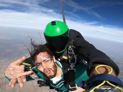Salto en paracaídas a 17,000 pies en Cadereyta