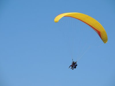 Parachute jump in Puebla with paintball and karts