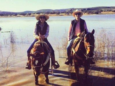 Horse ride through woods, Querétaro, 1 hour