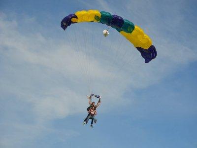 Salto en paracaídas en Teques de cumpleaños para 2
