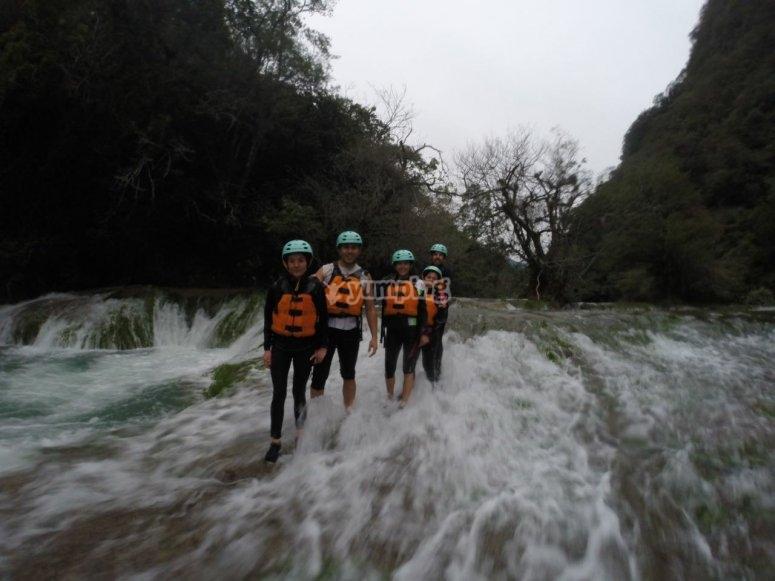 Clavados desde la cascada