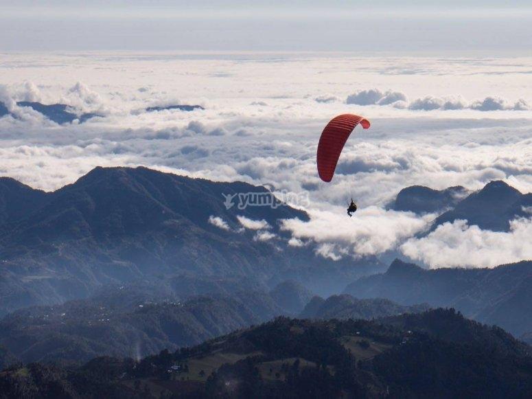 Vuelo en parapente en el cerro de san juan
