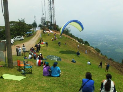 20 min couple paraglide in Fortin + video