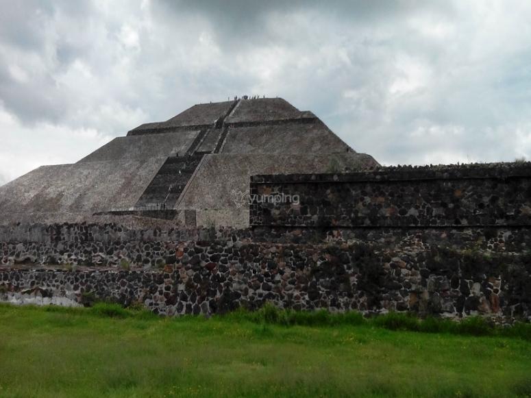Parte trasera de la pirámide