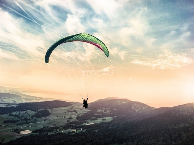 Disfrutando de una tarde de vuelo en parapente