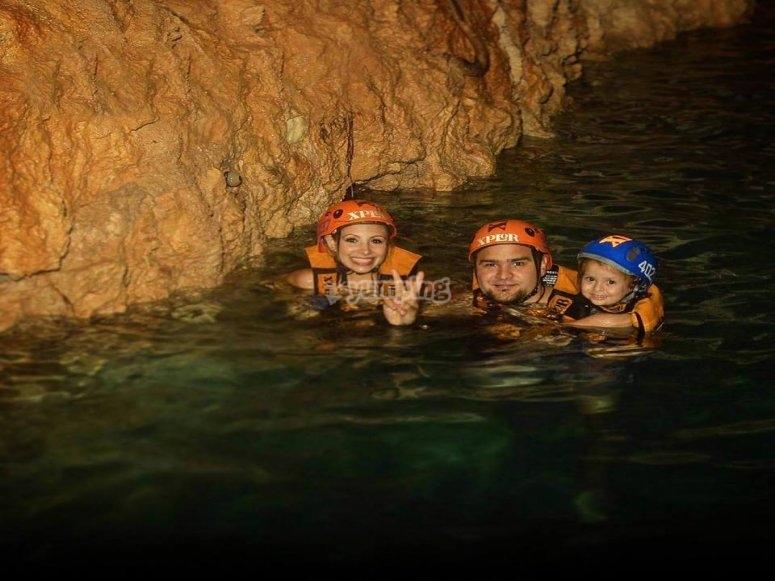 Nada en el rio subterraneo