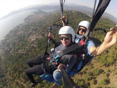 Valentine's Day paragliding in Valle de Bravo