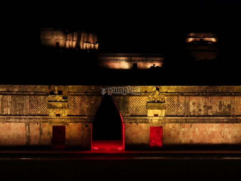 Uxmal with mapping show