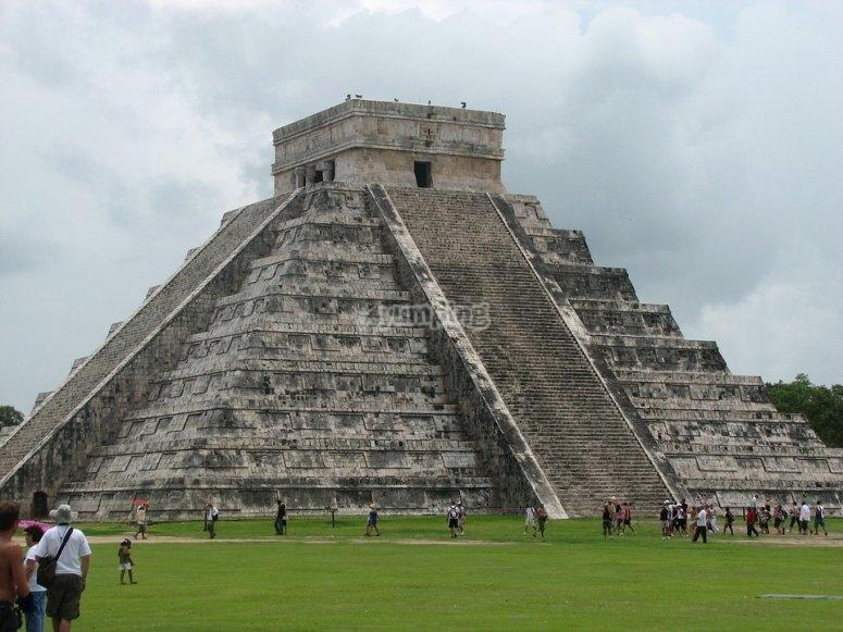 Main pyramid in Chichén Itzá