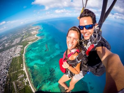 Tandem skydiving photos and video Playa del Carmen