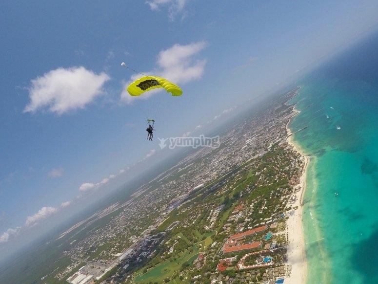 Vuelo planeando encima de Playa del Carmen