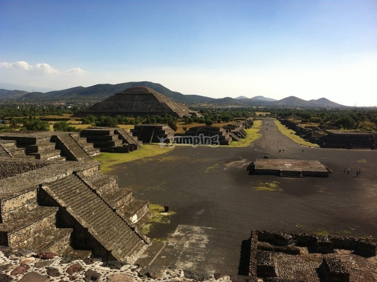Balloon flight over teotihuacan