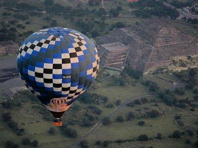 Balloon flight + bike tour in Teotihuacán