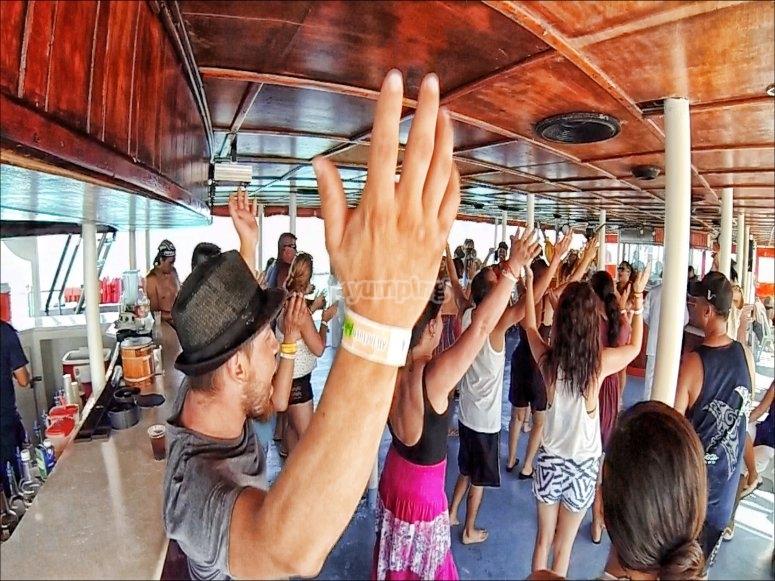 Fiesta en la embarcacion