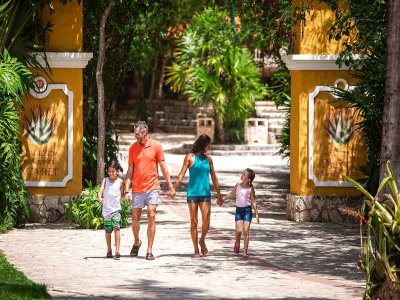 Xcaret with buffet and transportation from Cancun Children