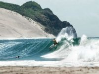 Surfer en busca de olas