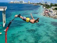 Enjoy the bungee in Cancun