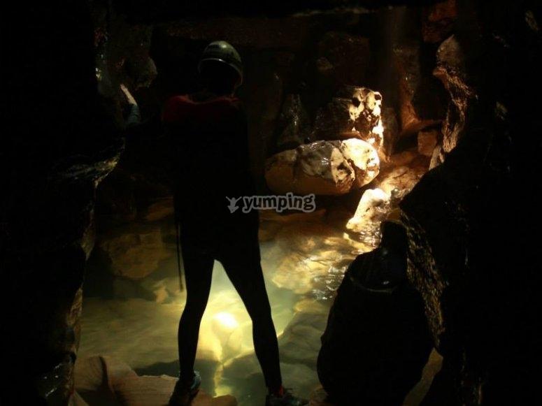 En el interior de la gruta