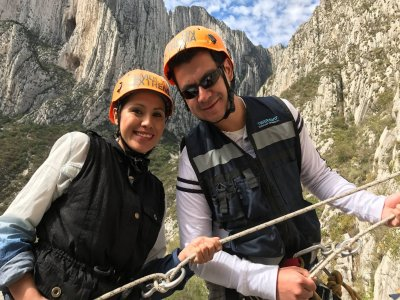 6-8h walking in Monterrey + abseiling
