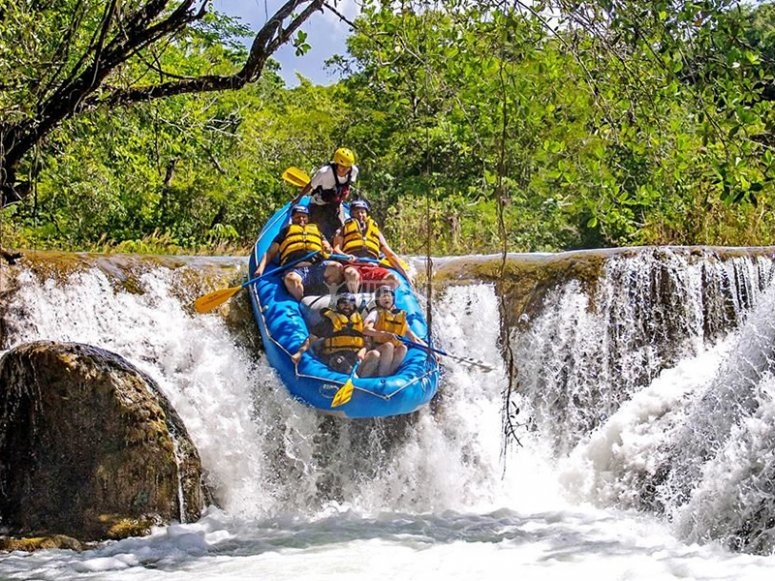 Challenge the waterfalls of the Lacanjá River in Chiapas